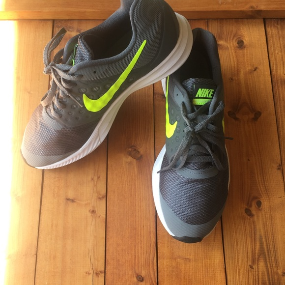 Youth NIKE DOWNSHIFTER 7 Neon Orange Casual//Athletic Sneakers//Shoes NEW